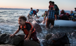 syrian-refugee-child-beach-600x367_1.jpg